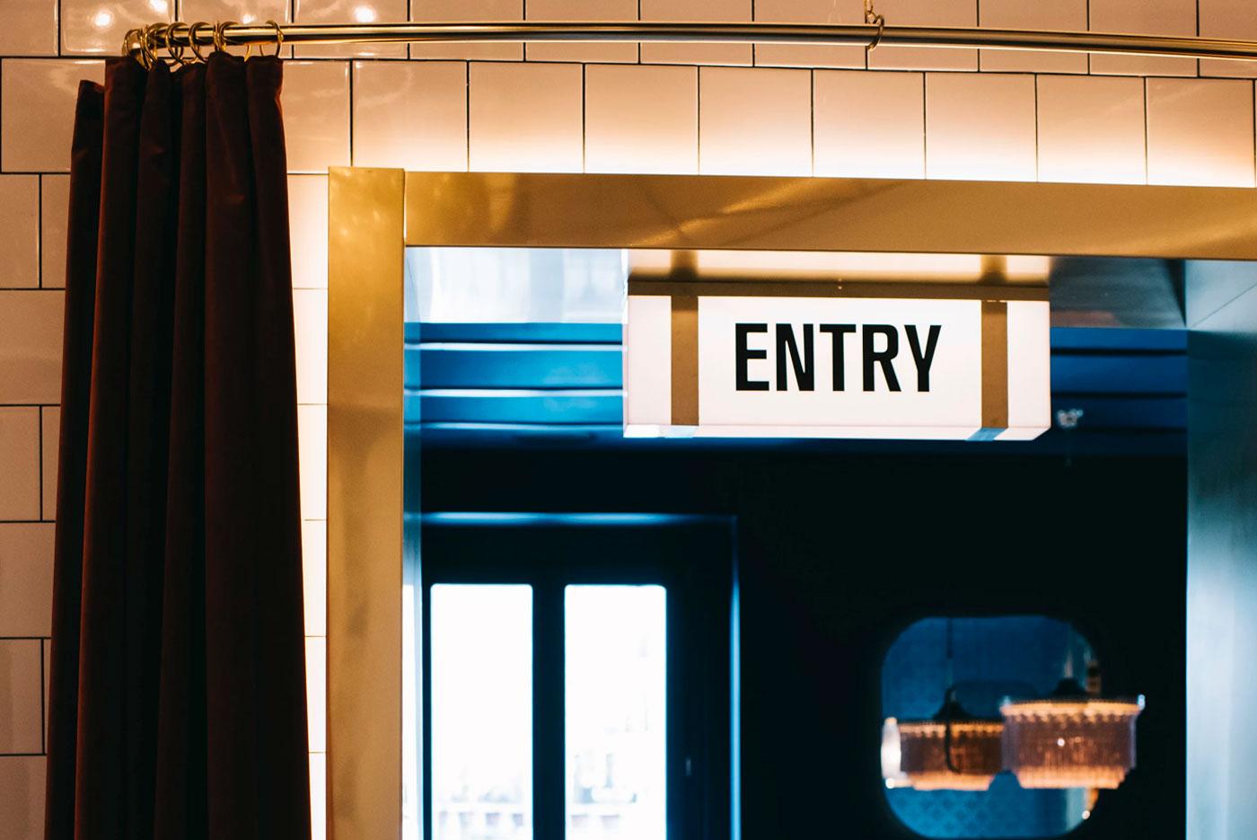 Luminarias entry Café Comercial