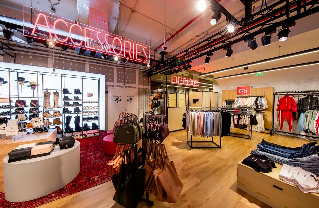 The concept of departure was to give form to the concept fashion the idea was to give to bershka shanghai a very live atmosphere music